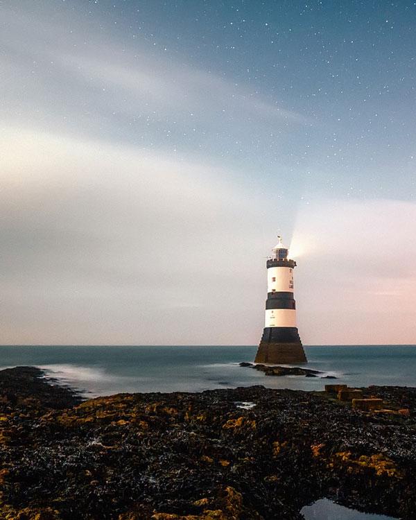 communication-lighthouse-isolated
